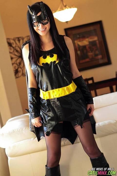 17-catie-minx-batgirl-1